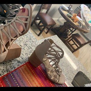VINCE CAMUTO Karika sandal